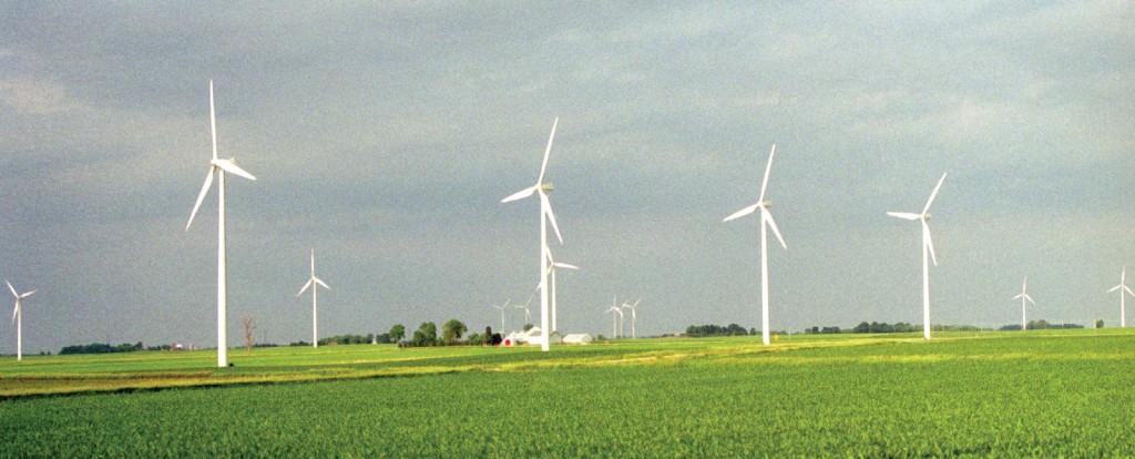 FIGURE 7. Wind farm at The Cerro Gordo Project west of Mason City, Iowa. Photograph by Todd Spink. Courtesy of NREL.