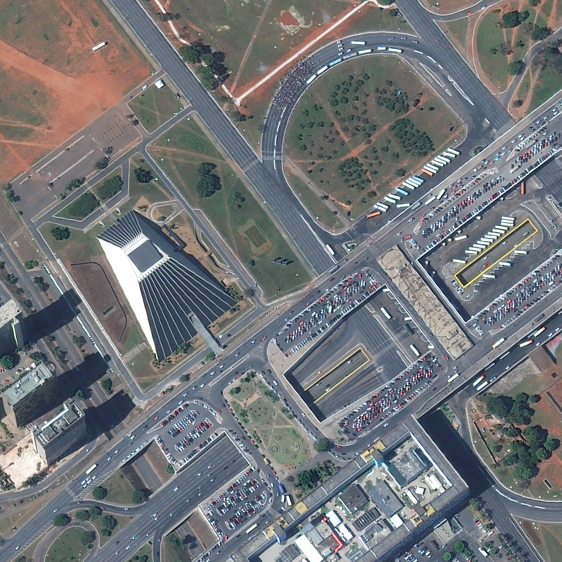 FIGURE 5. This image taken June 15, 2013, by WorldView-2 captures a crowd protesting the Brazilian government's decision to raise bus fares. Courtesy of DigitalGlobe.