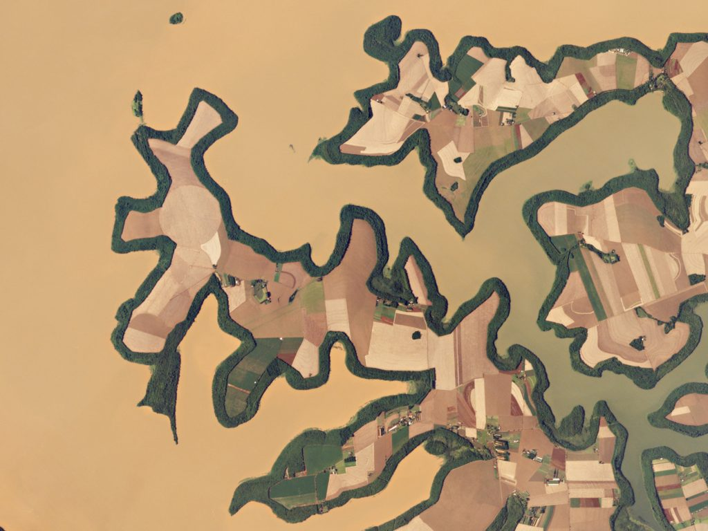 FIGURE 7. Greenbelts and agricultural fields hug the shores of the Itaipu Reservoir – a natural border between Brazil and Paraguay. The area's warm, tropical climate makes it an ideal place to grow sugar cane, coffee, tea, and cotton. Image: Planet Labs, captured January 27, 2016.